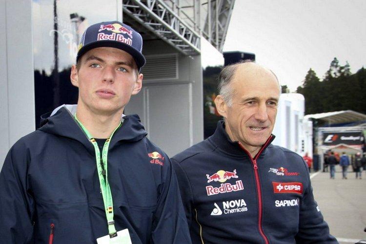 Max-Verstappen-junto-al-team-p_54413904568_54115221152_960_640
