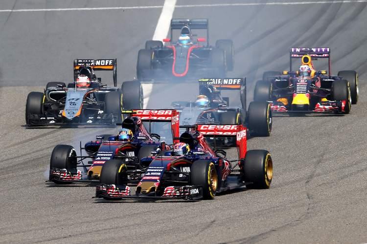 Sainz+Verstappen+F1+Grand+Prix+China+start