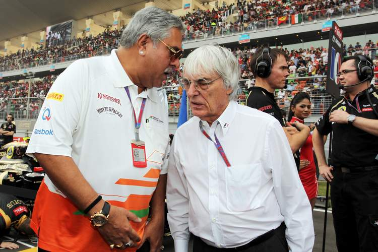 (L to R): Dr. Vijay Mallya (IND) Sahara Force India F1 Team Owner on the grid with Bernie Ecclestone (GBR) CEO Formula One Group (FOM).Indian Grand Prix, Sunday 28th October 2012. Greater Noida, New Delhi, India.