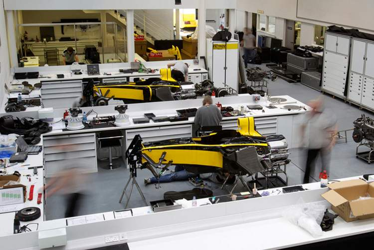 Factory_Renault_F1_054