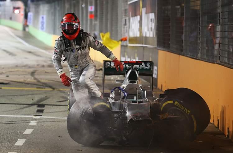 Michael+Schumacher+F1+Grand+Prix+Singapore+crash