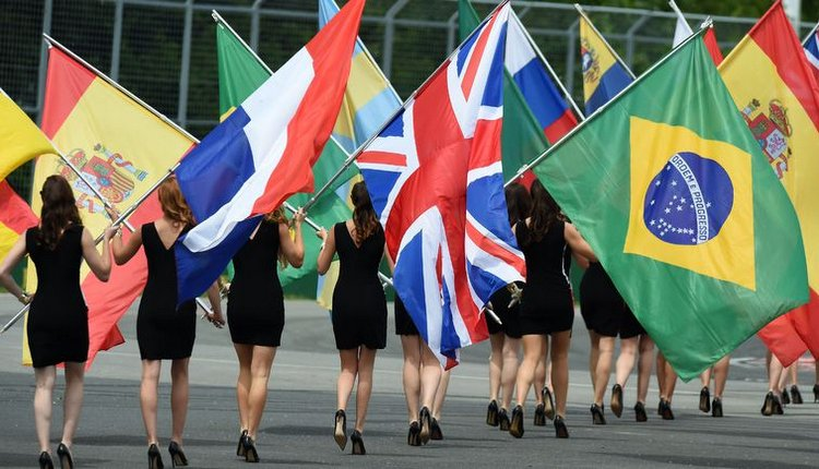 Grid girls grand prix f1 flags