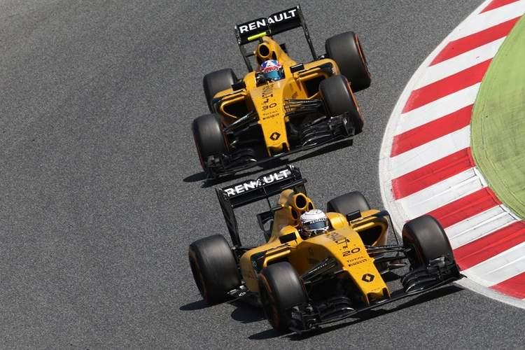 Kevin-Magnussen-and-Jolyon-Palmer-Renault-Sport-F1-Team-RS16-Spanish-Grand-Prix