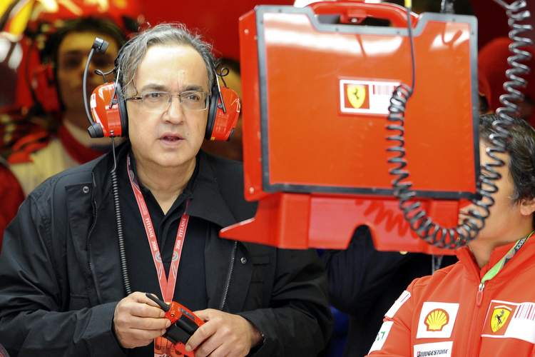 Fiat group's CEO Sergio Marchionne wathces from the box the Italian F1 Grand Prix race in Monza September 14, 2008. ANSA/ALESSANDRO BIANCHI/POOL