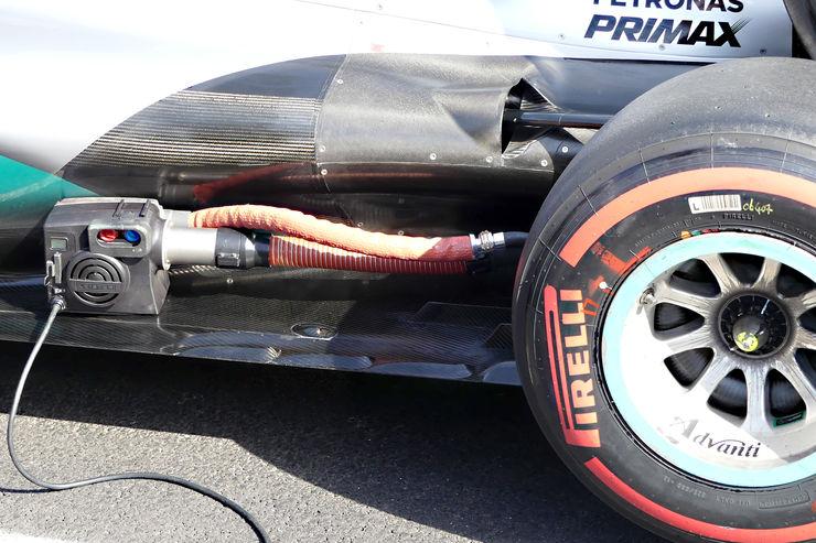 Mercedes-tyre pressure reducing tool