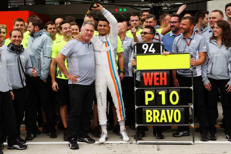 Pascal Wehrlein (GER) Manor Racing celebrates his tenth position with Dave Ryan (NZL) Manor Racing Racing Director and the team. 03.07.2016. Formula 1 World Championship, Rd 9, Austrian Grand Prix, Spielberg, Austria, Race Day.