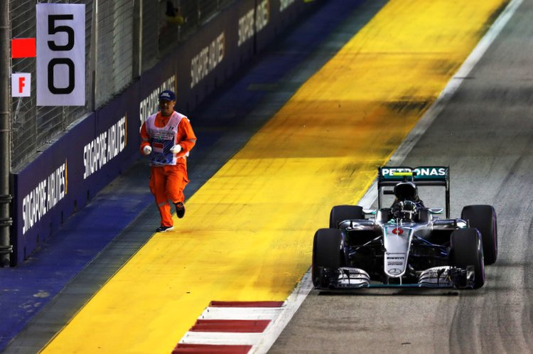 nico rosberg f1 grand prix singaporee marshal on track