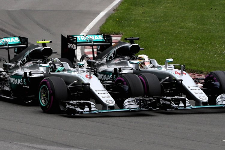 MONTREAL, QC - JUNE 12: Nico Rosberg of Germany driving the (6) Mercedes AMG Petronas F1 Team Mercedes F1 WO7 Mercedes PU106C Hybrid turbo and Lewis Hamilton of Great Britain driving the (44) Mercedes AMG Petronas F1 Team Mercedes F1 WO7 Mercedes PU106C Hybrid turbo battle for position at the start ahead of Daniel Ricciardo of Australia driving the (3) Red Bull Racing Red Bull-TAG Heuer RB12 TAG Heuer, Max Verstappen of the Netherlands driving the (33) Red Bull Racing Red Bull-TAG Heuer RB12 TAG Heuer and the rest of the field during the Canadian Formula One Grand Prix at Circuit Gilles Villeneuve on June 12, 2016 in Montreal, Canada. (Photo by Mark Thompson/Getty Images) // Getty Images / Red Bull Content Pool // P-20160612-01434 // Usage for editorial use only // Please go to www.redbullcontentpool.com for further information. //