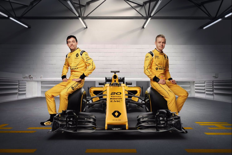 renault-team-boss-happy-with-palmer-and-magnussen-900x600