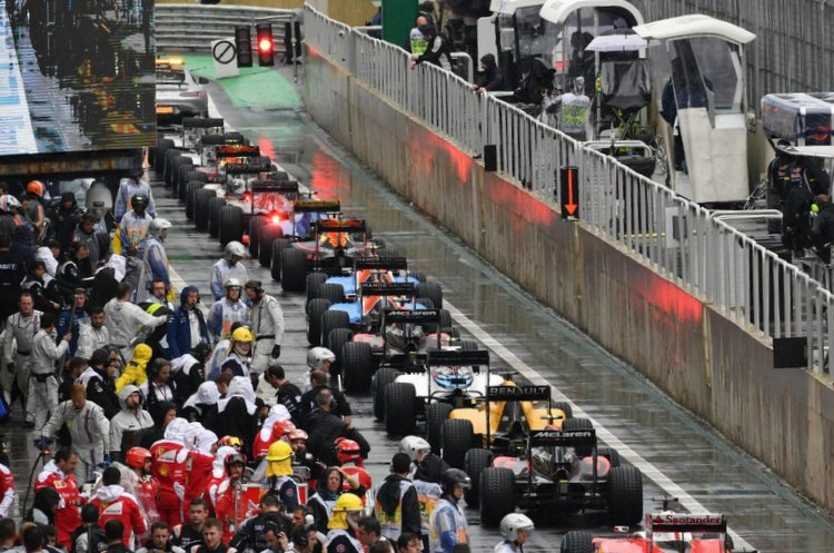 Brazilian Grand Prix rain pit lane red flag