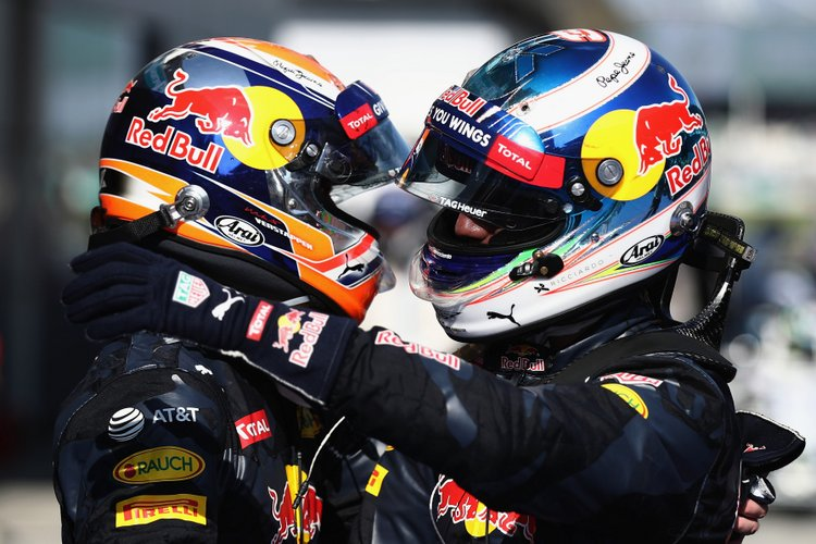 KUALA LUMPUR, MALAYSIA - OCTOBER 02: Daniel Ricciardo of Australia and Red Bull Racing is congratulated by Max Verstappen of Netherlands and Red Bull Racing in parc ferme during the Malaysia Formula One Grand Prix at Sepang Circuit on October 2, 2016 in Kuala Lumpur, Malaysia. (Photo by Clive Rose/Getty Images) // Getty Images / Red Bull Content Pool // P-20161002-01298 // Usage for editorial use only // Please go to www.redbullcontentpool.com for further information. //