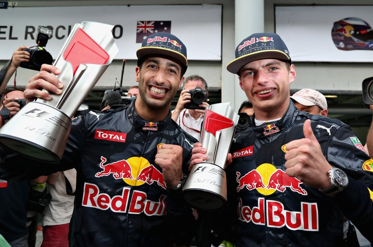 KUALA LUMPUR, MALAYSIA - OCTOBER 02: Daniel Ricciardo of Australia and Red Bull Racing celebrates with Max Verstappen of Netherlands and Red Bull Racing after their 1-2 finish during the Malaysia Formula One Grand Prix at Sepang Circuit on October 2, 2016 in Kuala Lumpur, Malaysia. (Photo by Mark Thompson/Getty Images) // Getty Images / Red Bull Content Pool // P-20161002-01430 // Usage for editorial use only // Please go to www.redbullcontentpool.com for further information. //