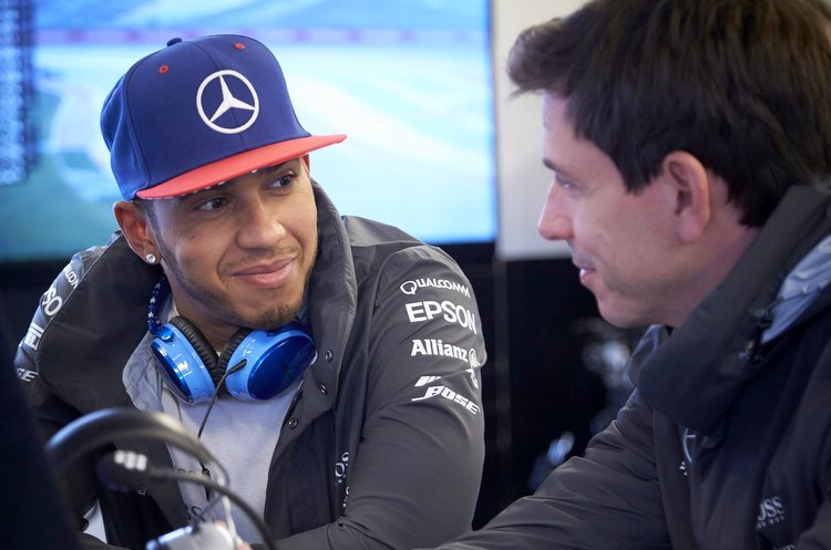 Circuit of the Americas, Austin, Texas, United States of America. Saturday 24 October 2015.Lewis Hamilton, Mercedes AMG, with Toto Wolff, Executive Director (Business), Mercedes AMG.World Copyright: Steve Etherington/LAT Photographicref: Digital Image SNE14374
