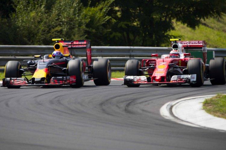 Max+Verstappen+en+Kimi+Raikkonen+zaten+elkaar+constant+op+de+hielen-