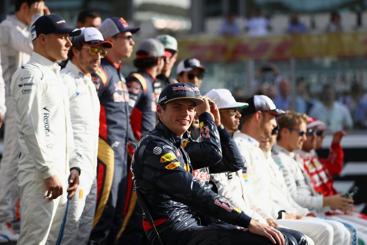 ABU DHABI, UNITED ARAB EMIRATES - NOVEMBER 27: Max Verstappen of Netherlands and Red Bull Racing at the F1 Drivers Class of 2016 group photo during the Abu Dhabi Formula One Grand Prix at Yas Marina Circuit on November 27, 2016 in Abu Dhabi, United Arab Emirates. (Photo by Clive Mason/Getty Images) // Getty Images / Red Bull Content Pool // P-20161127-00226 // Usage for editorial use only // Please go to www.redbullcontentpool.com for further information. //