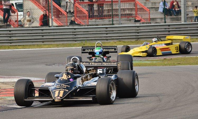 Zolder Masters Historic + Belcar Sat 2016 (444) Greg Thorton - Lotus 91-5 leads Nick Padmore in the Lotus 77