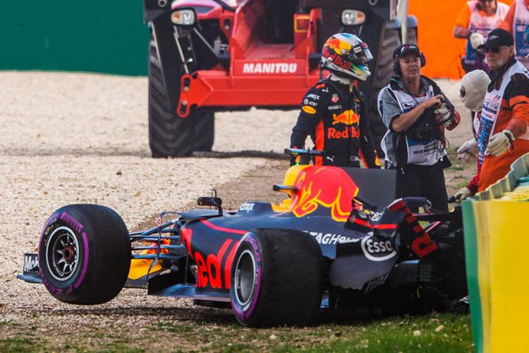 Daniel Ricciardo crash