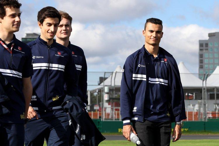 Pascal Wehrlein (D), Sauber F1 Team. Albert Park Circuit track walk.