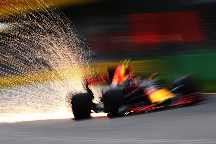 MELBOURNE, AUSTRALIA - MARCH 25: Sparks fly behind Max Verstappen of the Netherlands driving the (33) Red Bull Racing Red Bull-TAG Heuer RB13 TAG Heuer on track during qualifying for the Australian Formula One Grand Prix at Albert Park on March 25, 2017 in Melbourne, Australia. (Photo by Clive Mason/Getty Images) // Getty Images / Red Bull Content Pool // P-20170325-00449 // Usage for editorial use only // Please go to www.redbullcontentpool.com for further information. //