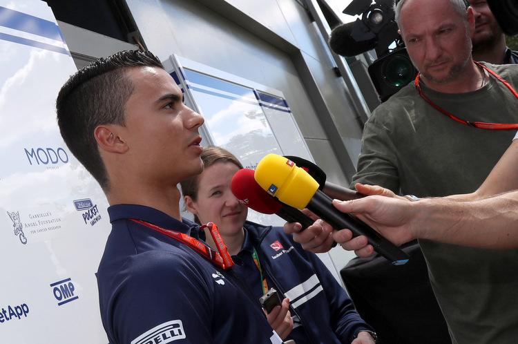 Pascal Wehrlein (D), Sauber F1 Team. Albert Park Circuit TV interviews.