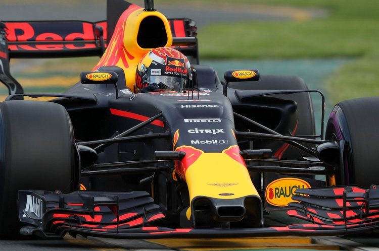 MELBOURNE, AUSTRALIA - MARCH 25: Max Verstappen of the Netherlands driving the (33) Red Bull Racing Red Bull-TAG Heuer RB13 TAG Heuer on track during qualifying for the Australian Formula One Grand Prix at Albert Park on March 25, 2017 in Melbourne, Australia. (Photo by Robert Cianflone/Getty Images) // Getty Images / Red Bull Content Pool // P-20170325-00506 // Usage for editorial use only // Please go to www.redbullcontentpool.com for further information. //