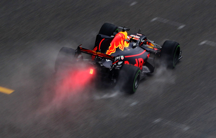 SHANGHAI, CHINA - APRIL 07: Daniel Ricciardo of Australia driving the (3) Red Bull Racing Red Bull-TAG Heuer RB13 TAG Heuer on track during practice for the Formula One Grand Prix of China at Shanghai International Circuit on April 7, 2017 in Shanghai, China. (Photo by Lars Baron/Getty Images) // Getty Images / Red Bull Content Pool // P-20170407-00328 // Usage for editorial use only // Please go to www.redbullcontentpool.com for further information. //