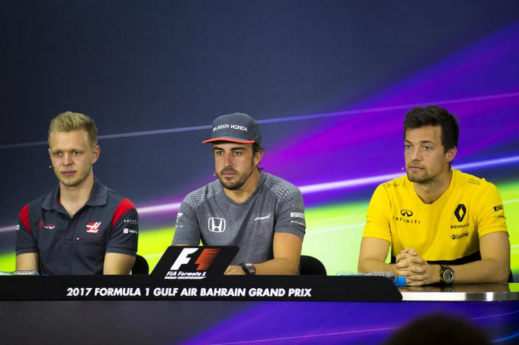 Fernando Alonso,McLaren,Kevin Magnussen,Haas,Jolyon Palmer,Renault