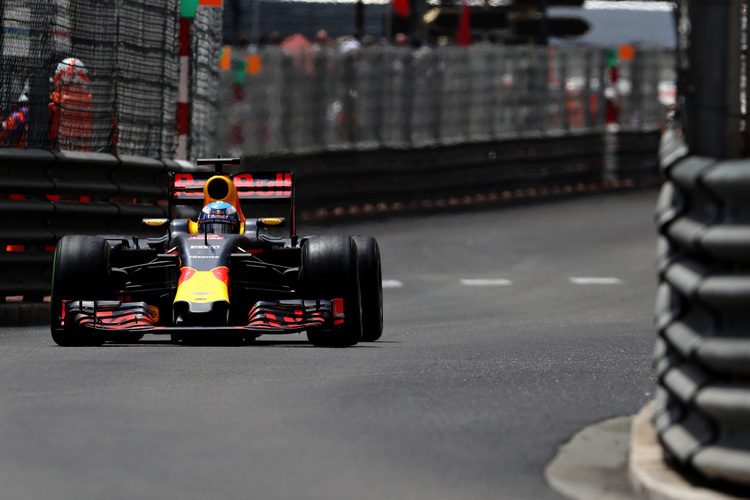 MONTE-CARLO, MONACO - MAY 29: Daniel Ricciardo of Australia driving the (3) Red Bull Racing Red Bull-TAG Heuer RB12 TAG Heuer on track during the Monaco Formula One Grand Prix at Circuit de Monaco on May 29, 2016 in Monte-Carlo, Monaco. (Photo by Mark Thompson/Getty Images) // Getty Images / Red Bull Content Pool // P-20160529-01400 // Usage for editorial use only // Please go to www.redbullcontentpool.com for further information. //