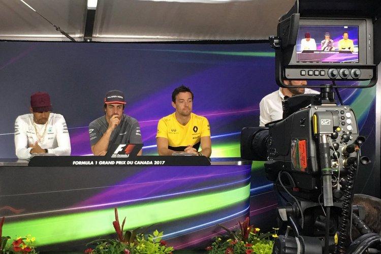 Fernando Alonso (McLaren), Lewis Hamilton (Mercedes) and Jolyon Palmer (Renault).