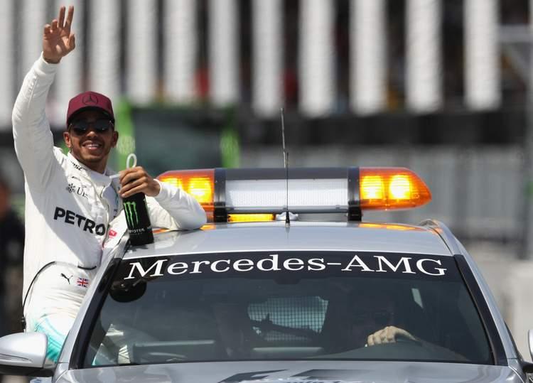 Lewis Hamilton+F1+Grand+Prix+Qualifying+pmEApwOLd63x