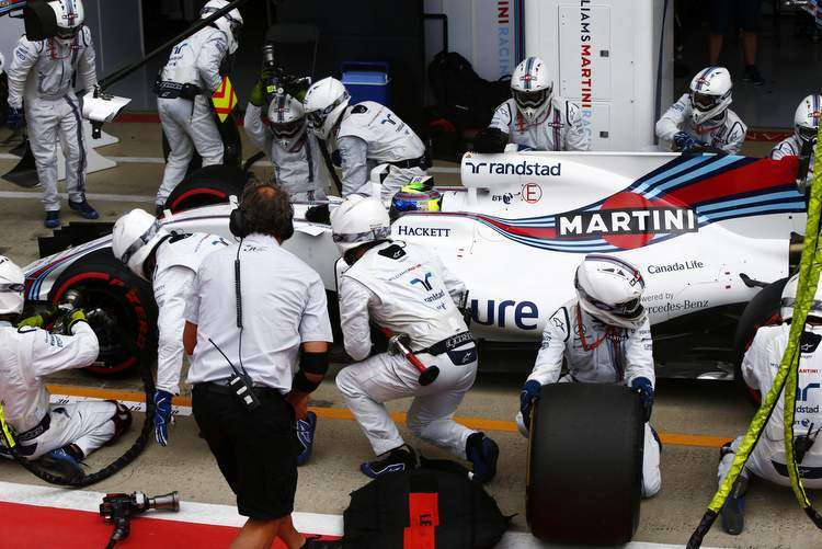 Silverstone, Northamptonshire, UK. Sunday 16 July 2017. Felipe Massa, Williams FW40 Mercedes, makes a pit stop. World Copyright: Andy Hone/LAT Images ref: Digital Image _ONY7947