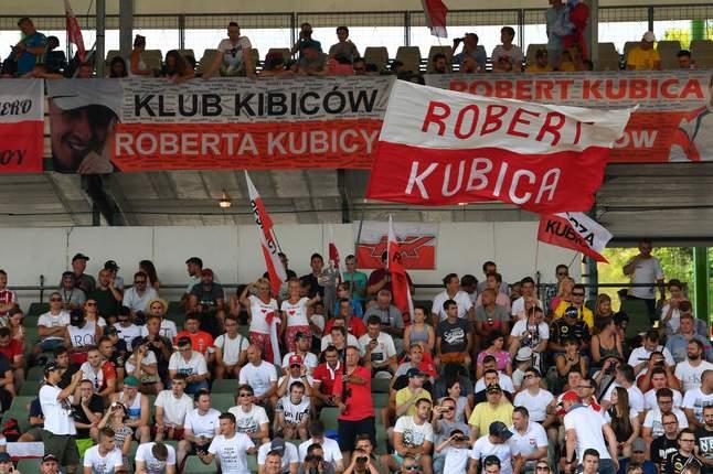 skysports-robert-kubica-fans-hungary-test_4063840