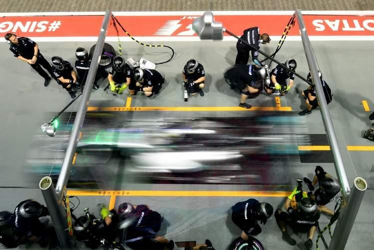 F1+Grand+Prix+Singapore+Practice+1CE_iRVGUa-x