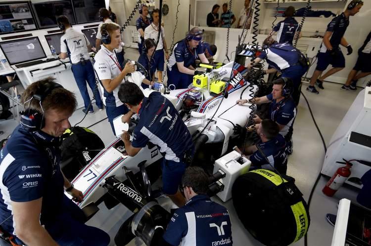 Marina Bay Circuit, Marina Bay, Singapore. Friday 16 September 2016. The team work on the car of Valtteri Bottas, Williams FW38 Mercedes, in the garage. Photo: Glenn Dunbar/Williams ref: Digital Image _31I2662