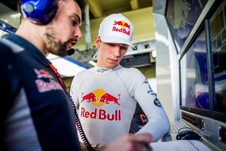 Pierre+Gasly+F1+Grand+Prix+Brazil+Practice+8lnOqA-iVPkx
