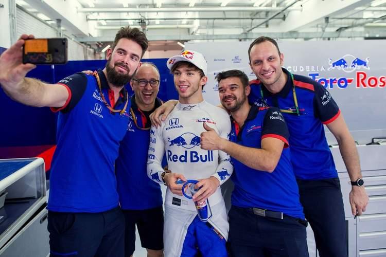 Pierre gasly, toro rosso, crew, mechanics