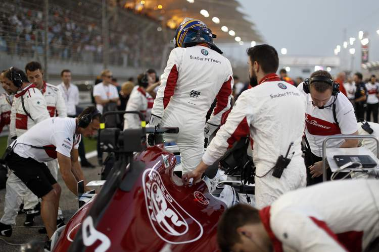 Marcus Ericsson (SWE) Alfa Romeo Sauber C37 on the grid at Formula One World Championship, Rd2, Bahrain Grand Prix, Race, Bahrain International Circuit, Sakhir, Bahrain, Sunday 8 April 2018.