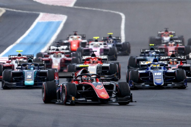 FIA Formula 2 Series - Round 5. Circuit Paul Ricard, Le Castellet, France. Saturday 23 June 2018. George Russell (GBR, ART Grand Prix), leads Sergio Sette Camara (BRA, Carlin) and the rest of the field at the start of the race. World Copyright: Zak Mauger / FIA Formula 2. ref: Digital Image