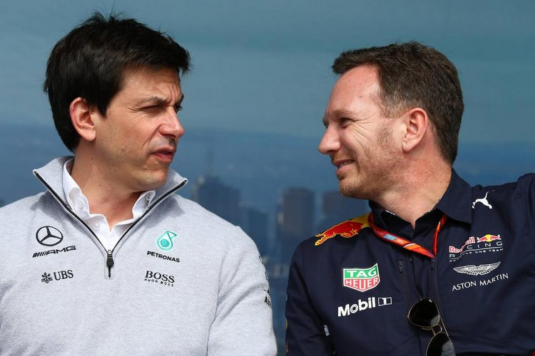 Australian Grand Prix, Melbourne 23 - 26 March 2017 24.03.2017 - Free Practice 2, Toto Wolff (GER) Mercedes AMG F1 Shareholder and Executive Director and Christian Horner (GBR), Red Bull Racing, Sporting Director PUBLICATIONxNOTxINxUK<br /> Australian Grand Prix Melbourne 23 26 March 2017 24 03 2017 Free Practice 2 Toto Wolff ger Mercedes AMG F1 shareholder and Executive Director and Christian Horner GBR Red Bull Racing Sporting Director PUBLICATIONxNOTxINxUK