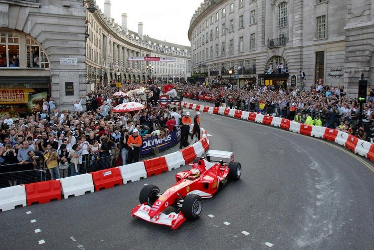 Wolff ITALYS-BADOER-TAKES-PART-IN-A-PARADE-OF-FORMULA-ONE-CARS-IN-REGENT-STREET-LONDON (1)
