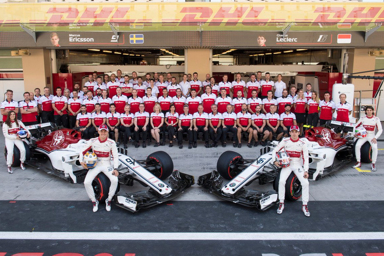 Sauber Team Photo 2018
