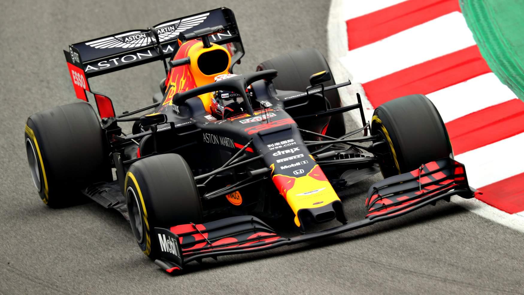 Red Bull, Marko e Albon furiosi con Lewis Hamilton - MotorBox