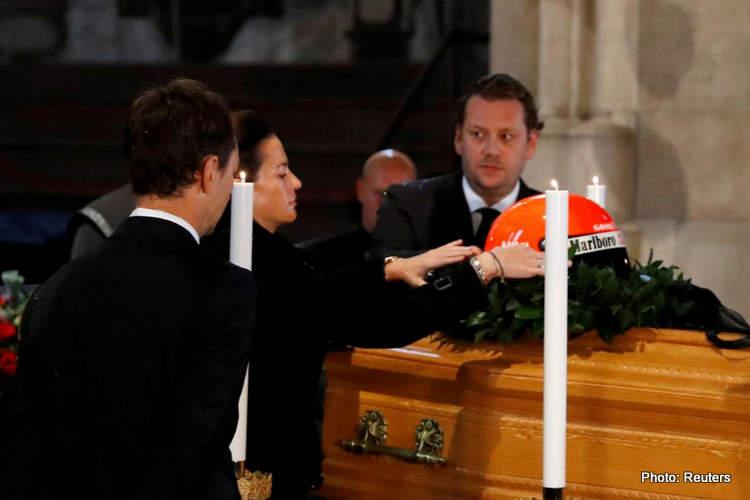 02-niki lauda funeral coffin 29-May-19 12-06-15 PM