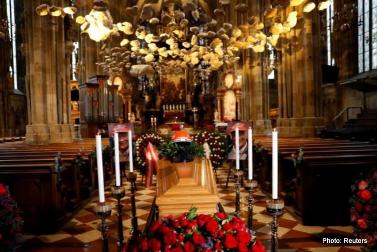 04-niki lauda funeral coffin 29-May-19 12-06-22 PM