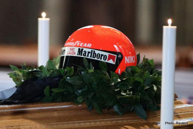 05-niki lauda funeral coffin 29-May-19 12-06-25 PM