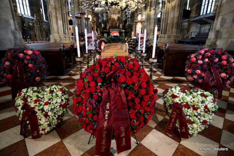 13-niki lauda funeral coffin 29-May-19 12-06-49 PM