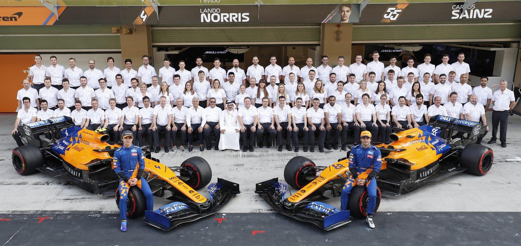 Team photo Lando Norris, McLaren, Carlos Sainz, McLaren, Zak Brown, Executive Director, McLaren, Andreas Seidl, Team Principal, McLaren, and the McLaren team