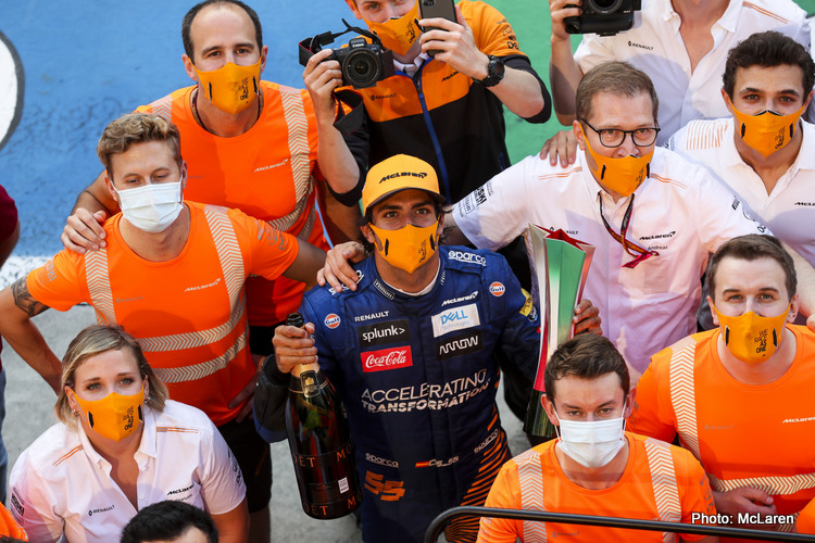 Carlos Sainz and Andreas Seidl