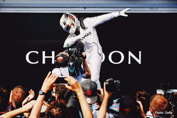 Lewis Hamilton does the Dab