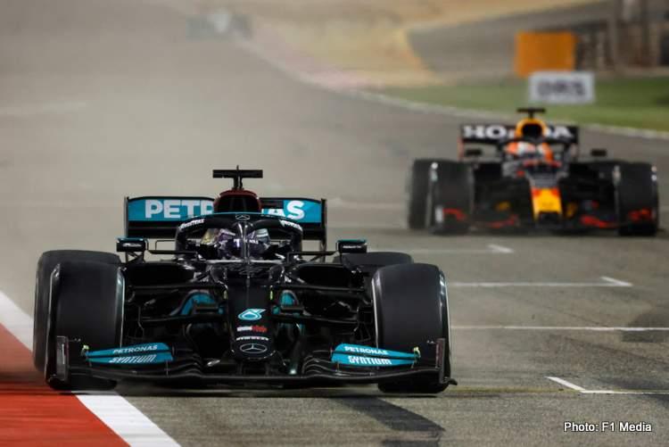 hamilton verstappen finish line 2021 Bahrain Grand Prix